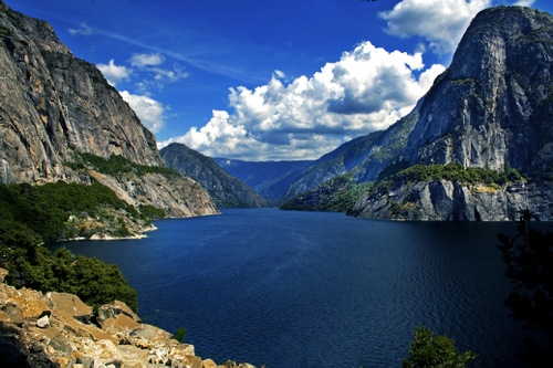 scenic view in Yosemtie National Park near the Hetch Hetchy falls