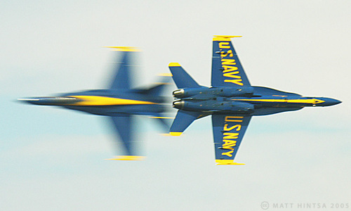 Blue_angels_by_matthintsa_at_flickr